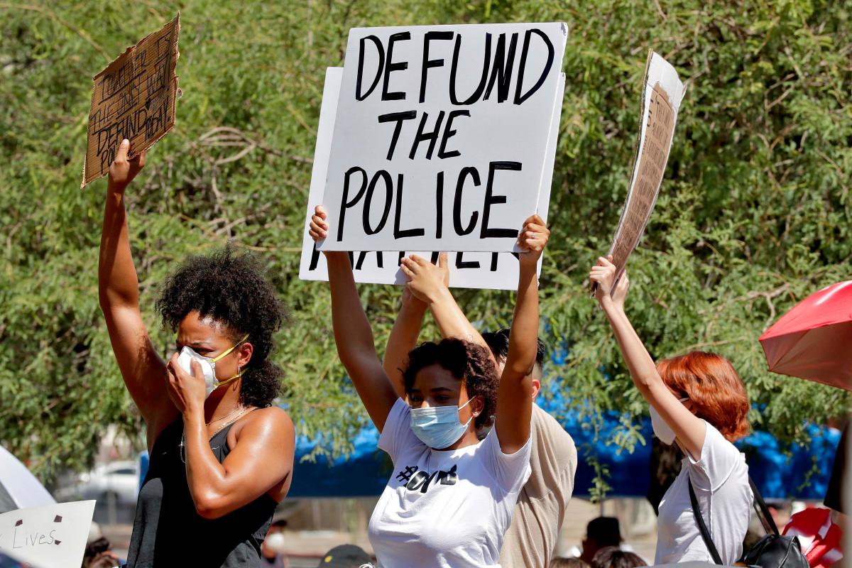 Dua pertiga orang Amerika menentang gerakan 'menggunduli polisi': jajak pendapat