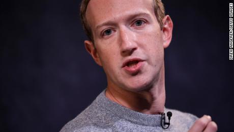 Mark Zuckerberg mencoba menjelaskan kelambanannya pada posting Trump kepada staf yang marah