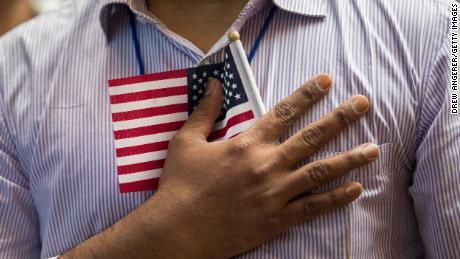 Agen imigrasi mencari dana talangan, berencana mengenakan biaya lebih untuk aplikasi visa
