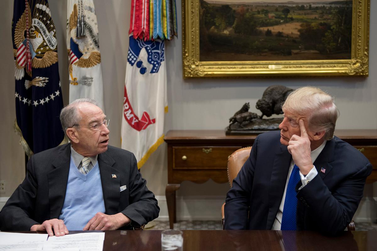 Grassley menghentikan nominasi Trump atas pemecatan inspektur jenderal