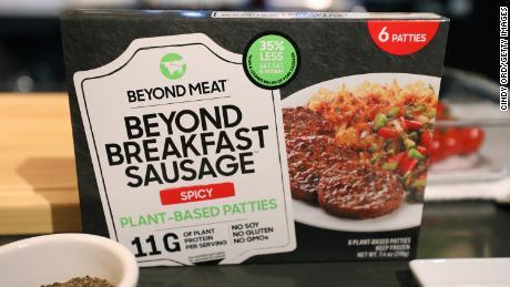 Kekurangan daging dan penawaran China mengirim Beyond Meat spike saham