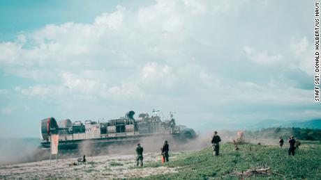 Filipina mengatakan tidak akan mengakhiri perjanjian akses militer AS di tengah ketegangan Laut Cina Selatan