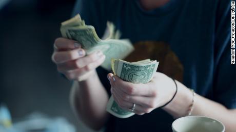 Uang kotor: Kasus melawan penggunaan uang tunai selama wabah coronavirus