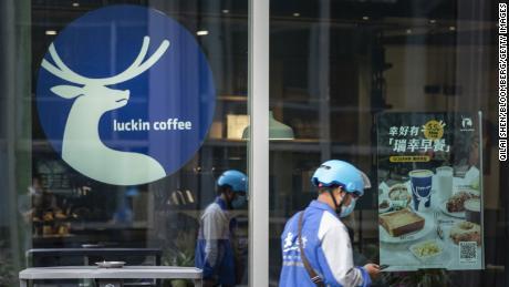 Co-founder Luckin Coffee meminta maaf atas skandal akuntansi dan berjanji akan menyelamatkan perusahaan