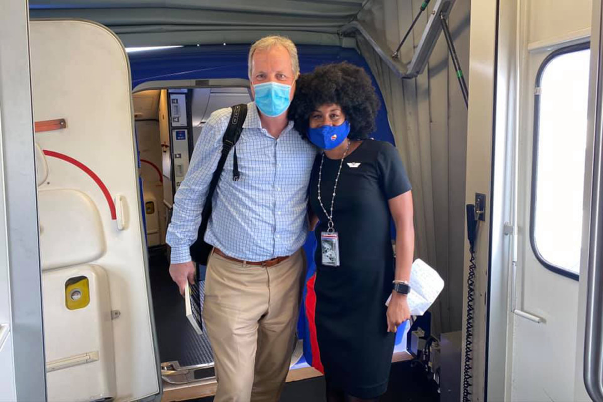 Pekerja Southwest Airlines menangis berlomba berbicara dengan CEO American Airlines
