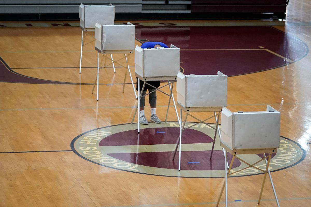 Pemilihan primer diadakan Selasa di tengah protes, coronavirus