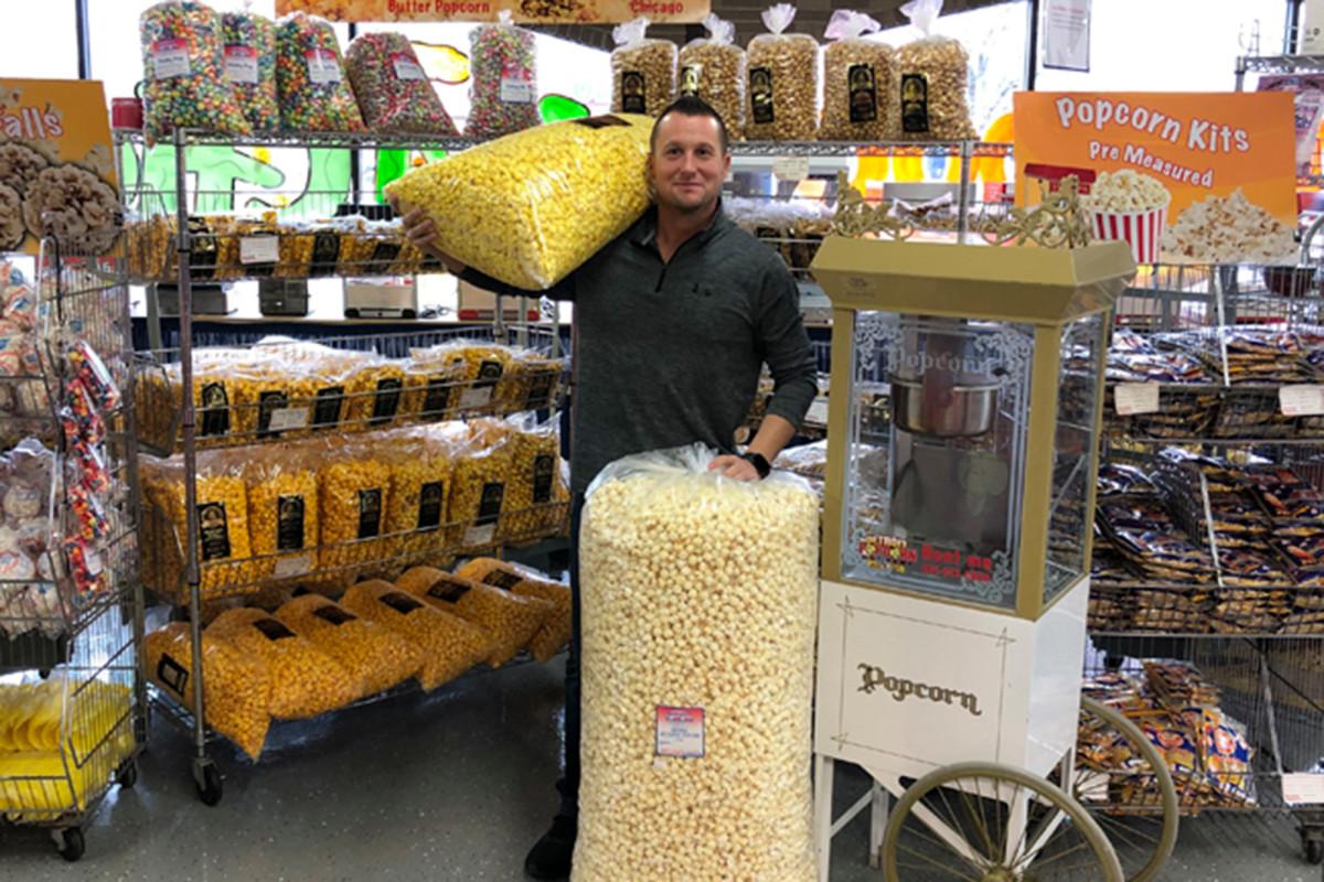 Perusahaan popcorn Detroit menjual setelah komentar pemilik Floyd