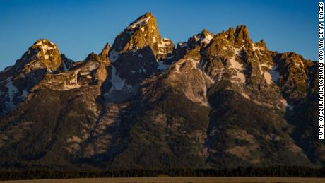 2 orang tewas berburu harta karun di Pegunungan Rocky. Seorang sheriff memperingatkan para pencari untuk menghormati tanah itu