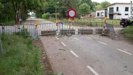 Di kota dua negara, bar Belgia ditutup. Pub-pub Belanda akan segera dibuka di seberang jalan