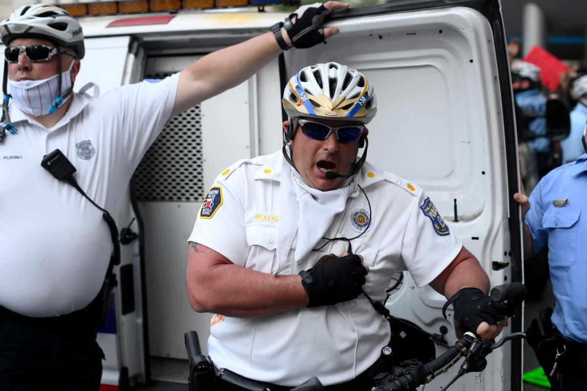 Polisi Philadelphia menghadapi dakwaan serangan dalam serangan terhadap demonstran