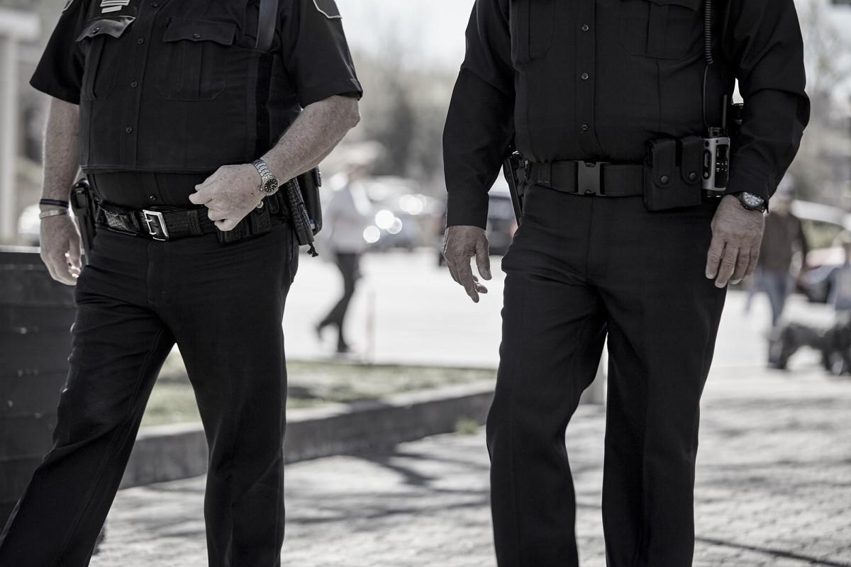 Polisi berpangkat tinggi memasang informasi pribadi secara online, kata FBI