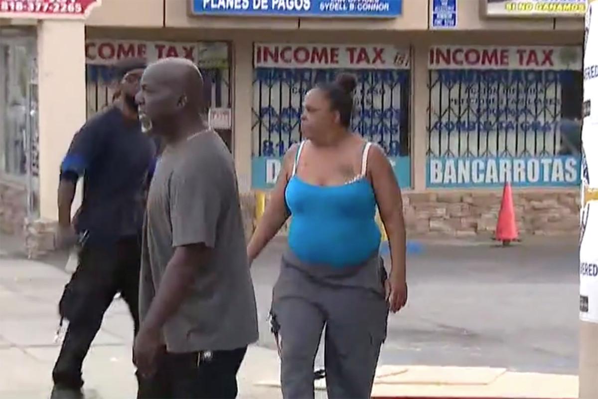 Polisi secara keliru memborgol penghuni bukannya calon penjarah: video