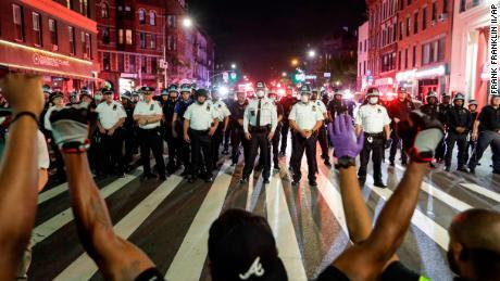 Serikat-serikat polisi menggali ketika seruan untuk reformasi tumbuh