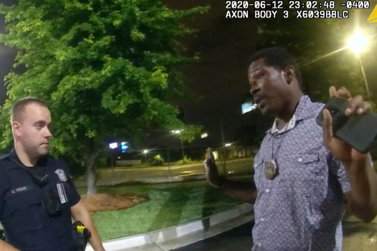 Rayshard Brooks mengobrol dengan polisi Atlanta sebelum penembakan fatal