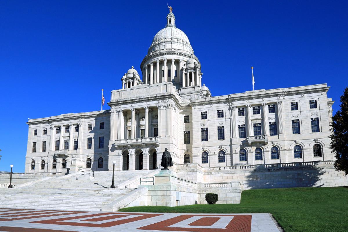 Rhode Island dapat mengubah namanya menjadi konotasi perbudakan