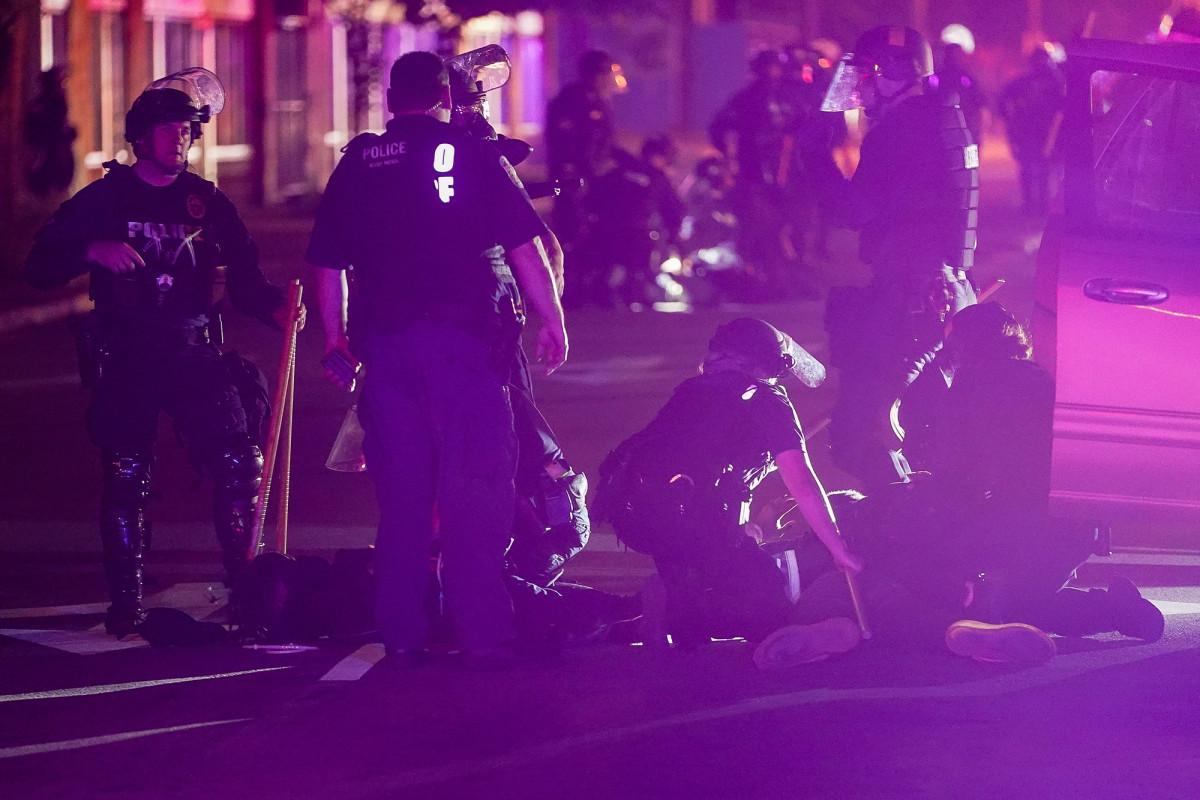 Seorang pria yang fatal ditembak oleh otoritas Kentucky di tengah protes Louisville