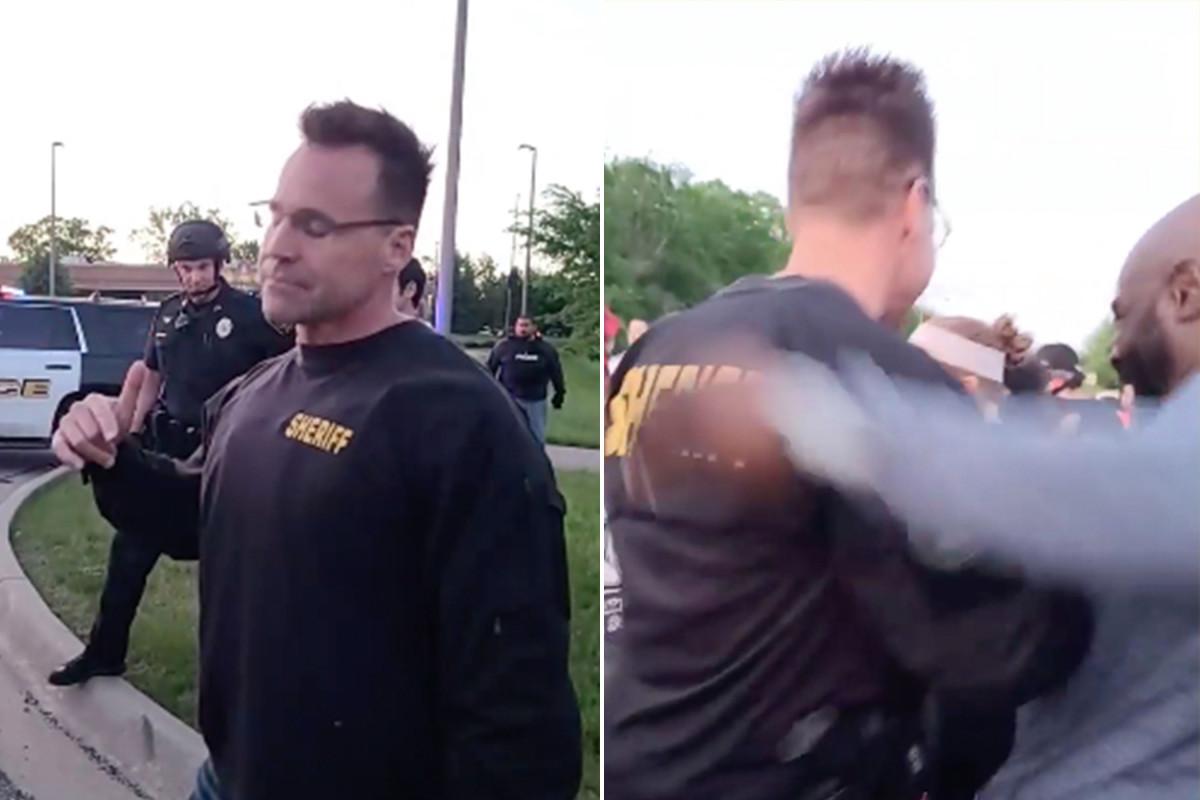 Sheriff Michigan menghapus peralatan anti huru hara untuk bergabung dengan pengunjuk rasa George Floyd