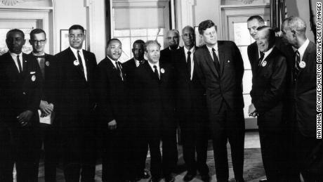 Presiden John F. Kennedy bertemu dengan para pemimpin hak-hak sipil di Gedung Putih 28 Agustus 1963.