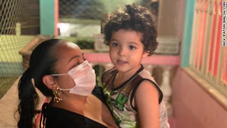 Bellusci melakukan apa yang dia bisa untuk melindungi putra dan ibunya dari coronavirus.