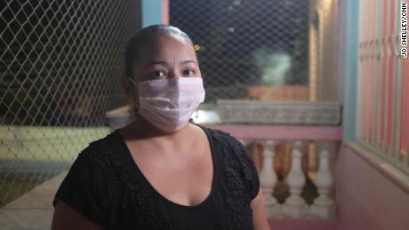 Perawat Libia Bellusci mengatakan para perawat dan dokter sekarat di tengah kekurangan staf dan peralatan untuk mengatasi Covid-19.