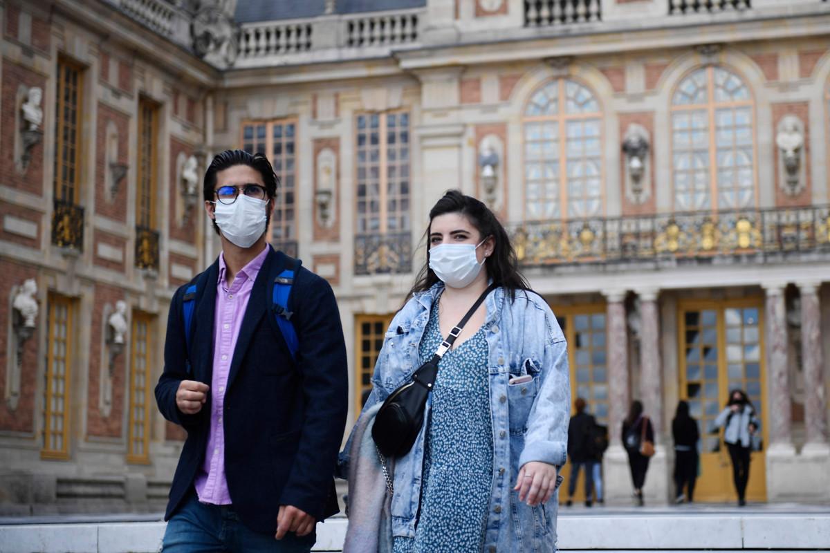 WHO membalikkan posisi masker wajah ketika kasus coronavirus meningkat