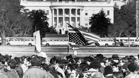 Bagaimana presiden masa lalu AS terlibat dengan aktivis dan protes massa